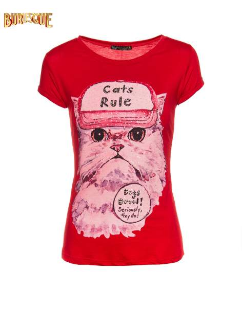 Czerwony t-shirt z nadrukiem kota i napisem CATS RULE