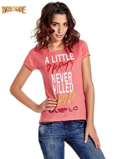 Czerwony t-shirt z napisem A LITTLE PARTY NEVER KILLED NOBODY