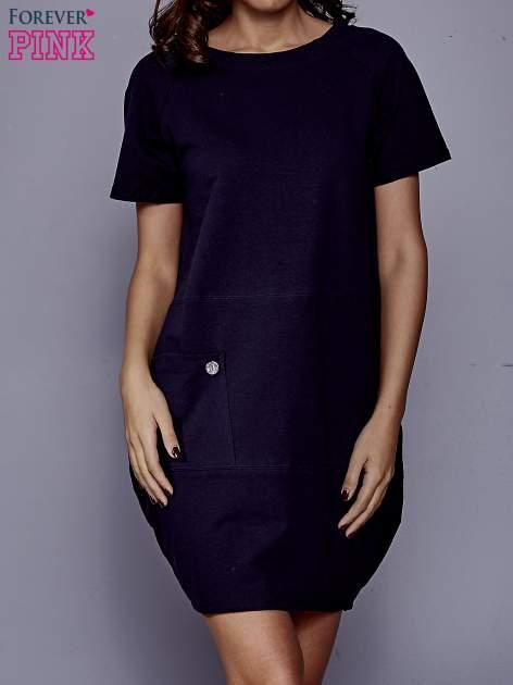 Granatowa sukienka dresowa z kieszenią z boku
