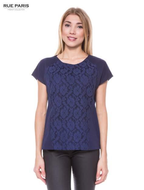 Granatowy t-shirt z koronkowym przodem
