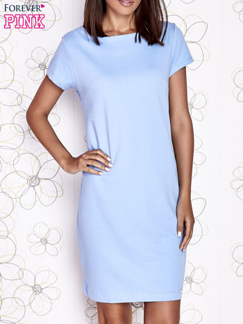 Jasnoniebieska sukienka dresowa o prostym kroju
