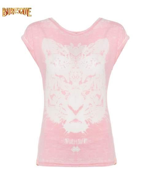 Jasnoróżowy t-shirt z nadrukiem tygrysa