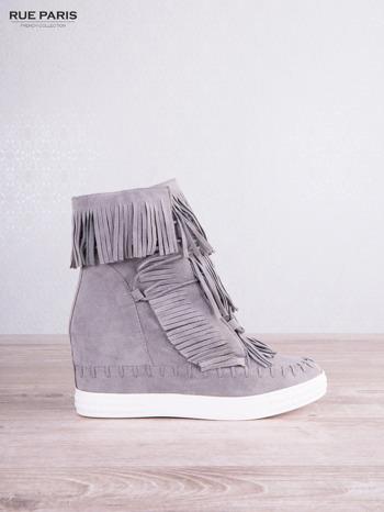 Jasnoszare zamszowe sneakersy z frędzelkami na koturnach