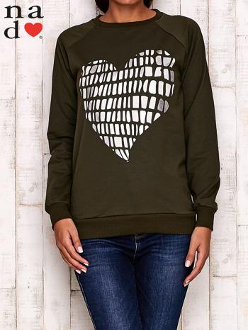 Khaki bluza z nadrukiem w kształcie serca