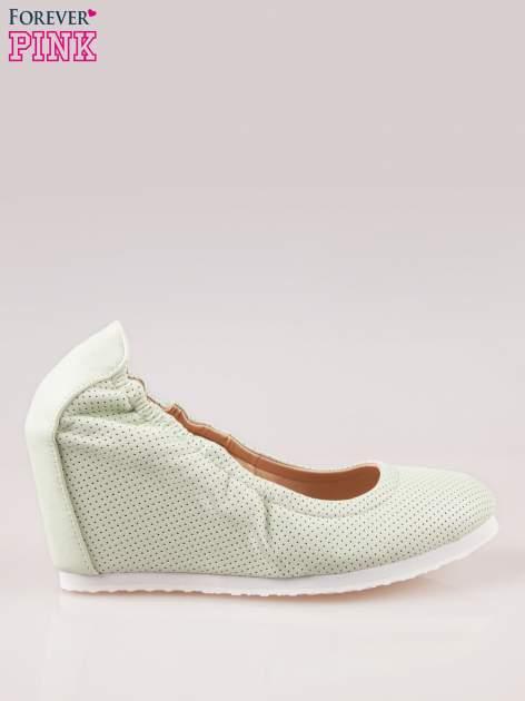 Miętowe siateczkowe buty na koturnie