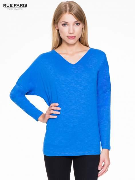 Niebieska bluzka z wiązanym oczkiem z tyłu