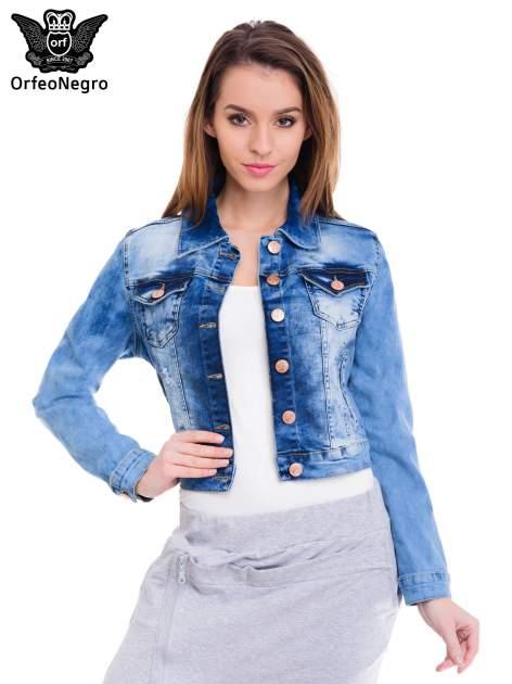 Niebieska kurtka jeansowa damska z cieniowaniem i przetarciami