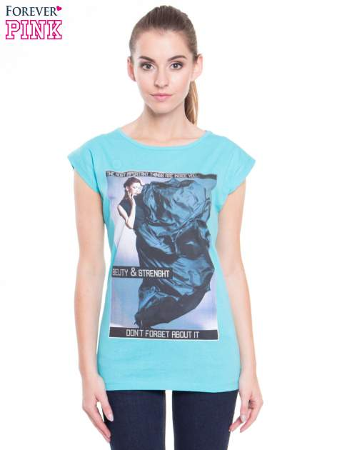 Niebieski t-shirt z nadrukiem w stylu high fashion