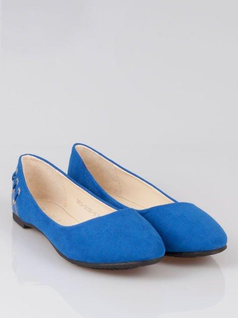 Niebieskie baleriny z ozdobnym sznurowaniem