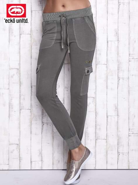 Oliwkowe spodnie dresowe z kieszeniami na nogawkach