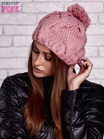 Różowa dziergana czapka z pomponem