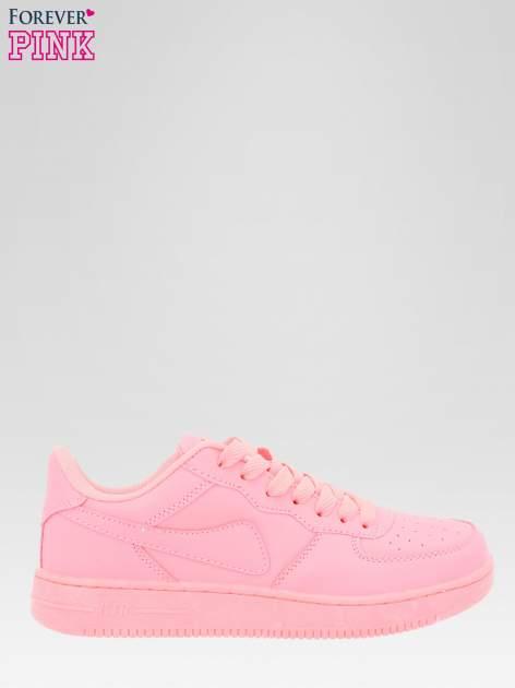 Różowe buty sportowe na grubej podeszwie