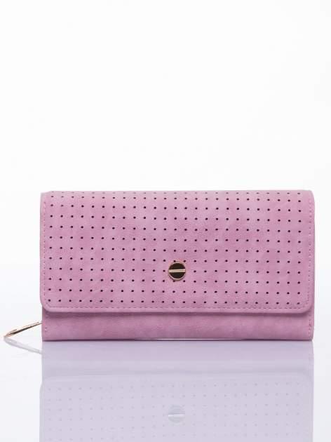 Różowy ażurowany portfel ze złotym suwakiem