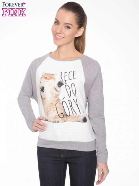 Szara dresowa bluza z nadrukiem kota i napisem RĘCE DO GÓRY