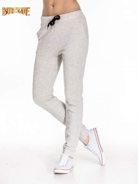 Szare dresowe spodnie damskie o kroju baggy