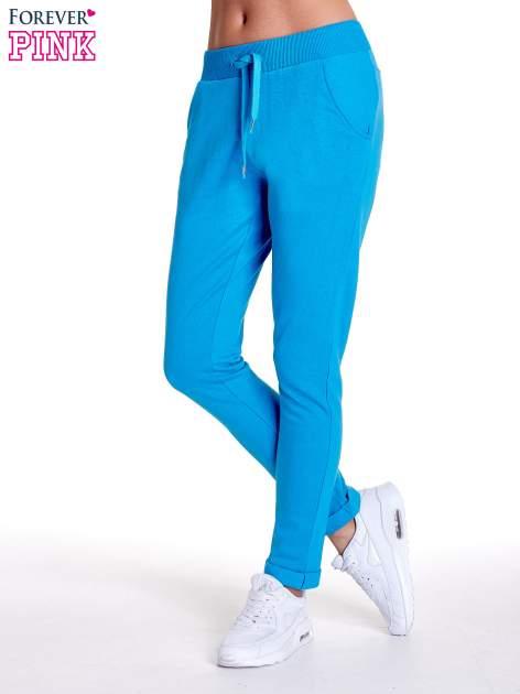 Turkusowe spodnie dresowe z prostą nogawką