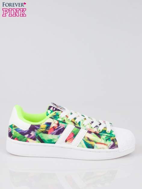 Zielone adidasy z motywem kwiatowym