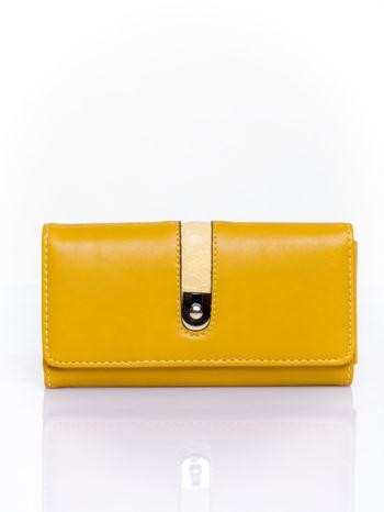 Żółty portfel ze złotym zapięciem