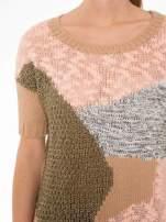 Beżowy patchworkowy sweter z krótkim rękawem