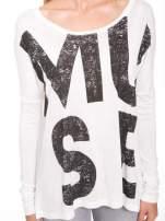 Biała bluzka z dużym napisem MUSE