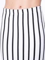 Biała spódnica ołówkowa typu tuba w pionowe paski