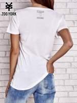 Biały t-shirt z komiksowym nadrukiem