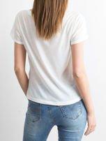 Biały t-shirt z nadrukiem palm i napisem BORN TO PARTY zdobionym kamieniami