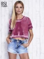 Bordowy t-shirt acid wash z literą A