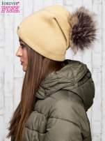 Camelowa wełniana czapka z futrzanym pomponem