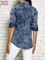Ciemnoniebieska denimowa koszula z motywem acid wash