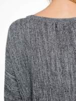 Ciemnoszary sweter z nietoperzowymi rękawami