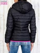 Czarna ocieplana kurtka z kieszeniami