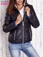 Czarna pikowana kurtka z futrzaną podszewką