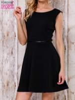 Czarna sukienka skater z satynową lamówką