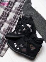 Czarne zamszowe sneakersy damskie na rzepy z lustrzanymi wstawkami