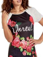Czarnt t-shirt z kwiatowym nadrukiem i napisem UNREAL