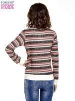 Czerwona bluza w azteckie wzory
