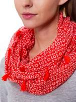 Czerwona chusta szal w geometryczny wzór