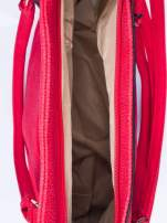 Czerwona fakturowana torba miejska z odpinanym paskiem