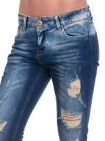Granatowe spodnie skinny jeans z dziurami