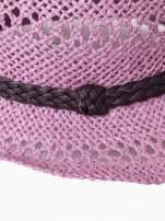 Jasnofioletowy damski kapelusz kowbojski z ciemną plecionką