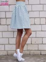 Jasnoniebieska spódnica w grochy z plisami