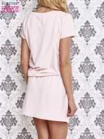 Jasnoróżowa sukienka z kieszonkami