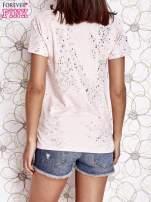 Jasnoróżowy t-shirt z napisem BONJOUR