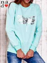 Miętowa bluza z nadrukiem ważki