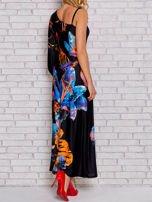 Niebieska sukienka maxi z asymetrycznym dekoltem