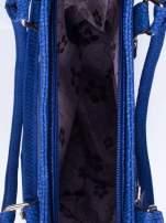 Niebieska torba shopper bag ze złotymi okuciami przy rączkach