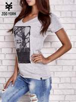 Szary t-shirt ze zdjęciem miasta