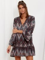 SCANDEZZA Szaro-bordowa sukienka w geometryczny nadruk                                  zdj.                                  1