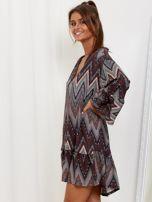 SCANDEZZA Szaro-bordowa sukienka w geometryczny nadruk                                  zdj.                                  3